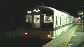 夜の西武秩父線横瀬駅を発車する4000系4001F各停飯能行き