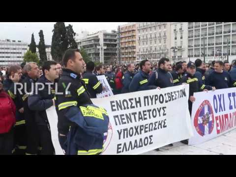 Greece: Firefighters rally in central Athens calling for renewal of employment contracts