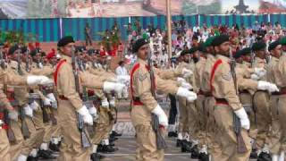 pakistan army during parade doing solute must see