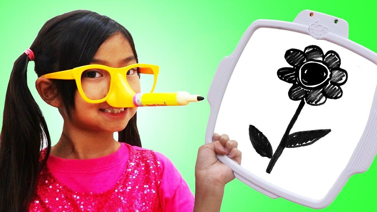Emma juega el reto de Pencil Nose | Divertido video de juguetes para niños