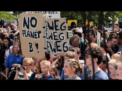 فيديو: طلاب برلين يتغيبون عن مدارسهم احتجاجا على التغير المناخي…  - 13:53-2019 / 8 / 17