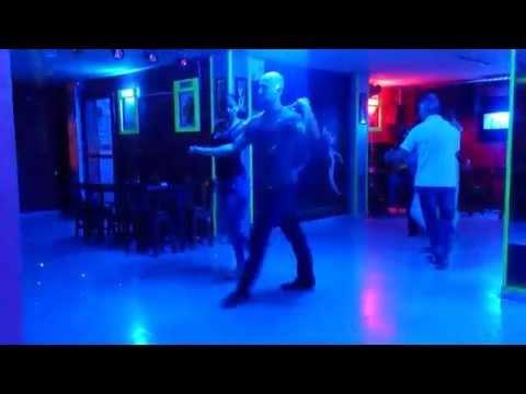 Bailando porro en Disco Club Bello - Medellín