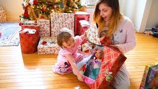 Christmas Morning 2017 Vlog - Opening Presents with 5 Kids