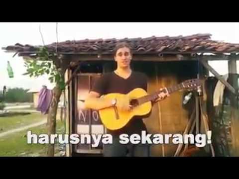 Bule Nyanyi Lagu Nyindir Indonesia Banget - Agama Uang