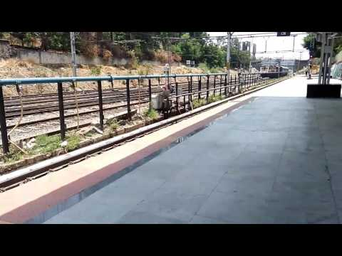 22123 Ajni Pune AC SF Exp with WAP4 BSl #22939 Arriving Pune jn