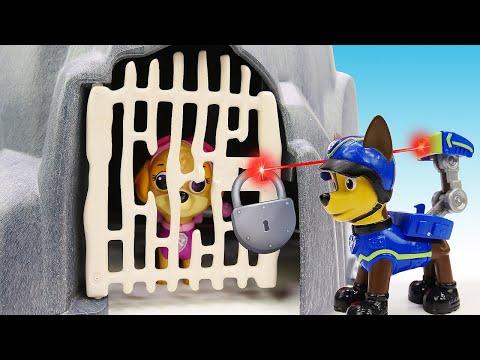Щенячий патруль в Сказке! Видео про игрушки: Скай в пещере. Машины сказки на ночь