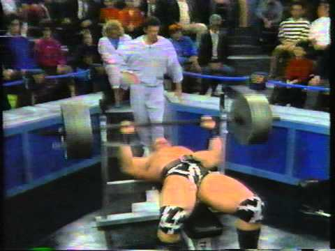 The Warlord Benchpresses 500 pounds 19 times WWF 1991