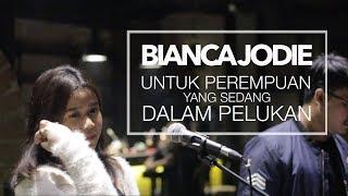 Download BIANCA JODIE - UNTUK PEREMPUAN YANG SEDANG DALAM PELUKAN COVER ORIGINAL BY PAYUNG TEDUH Mp3