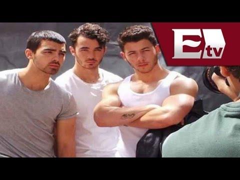 Los Jonas Brothers realizan sesión de fotos para revista gay / Función con Joanna Vega - Biestro