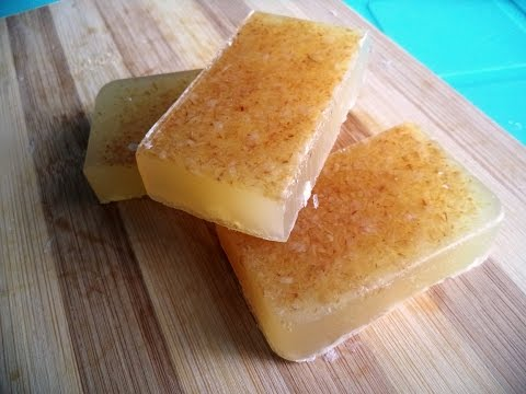 DIY Homemade Oatmeal Soap (Exfoliating & Moisturizing Naturally)