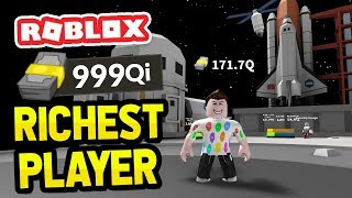 RICHEST PLAYER ON THE MOON in ROBLOX BILLIONAIRE SIMULATOR