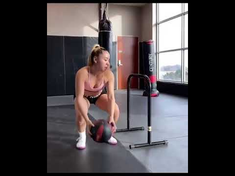 image for Crossfit chick smashes her workout