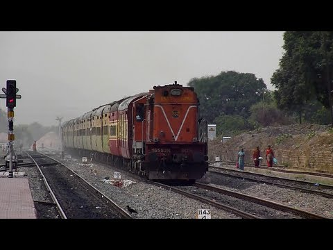 Storming Allahabad Duronto Express shatters the silence at Maihar!!