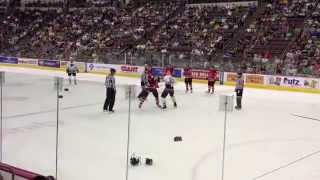 Хоккей видео матчей - драка двоих игроков!(Хоккей видео матчей - драка двоих игроков! Драки в хоккее являются одной из хоккейных традиций, и в настояще..., 2014-10-03T03:43:40.000Z)