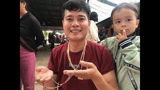 """Choáng với độ """"sang chảnh"""" của Khương Dừa, đi chợ mua vàng cho người không quen biết?"""