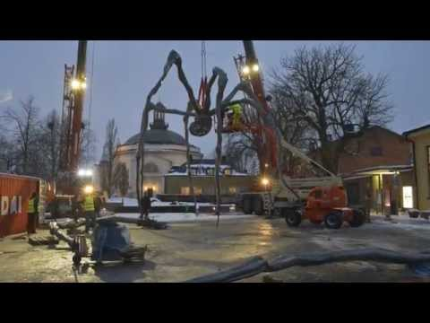 Louise Bourgeois, MAMAN is being installed outside Moderna Museet Stockholm