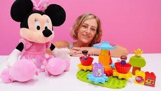 Minnie Mouse auf Deutsch. Minni baut ein Karussell  mit Lego
