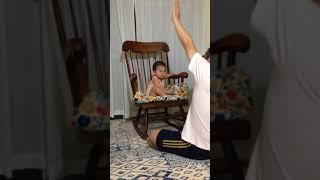 【ひーくん】落ちないよ〜!椅子の上で遊ぶ♪ thumbnail
