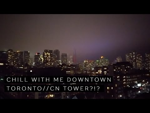 Vlog 6 // Chill with me Downtown Toronto // CN Tower Disapeared? // Art Show // What I Ate