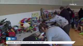"""Solidarité : distribution de jouets pour le """"bus de noël"""""""