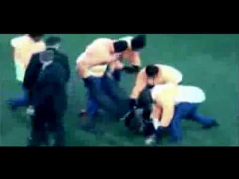 Man tries to grab World Cup Trophy  hahahahaha ಥ_ಥ