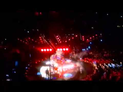 when #garthbrooks takes the stage wow its an event