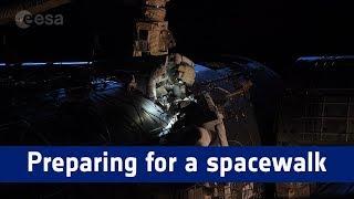 Horizons mission – preparing for a spacewalk