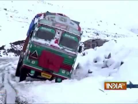 J&K: Mughal Road Closed after Heavy Snowfall in the Valley - India TV