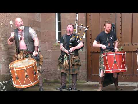 Great Scottish tribal pipes & drums from Clann an Drumma with