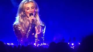 Soul2Soul concert at Staple Center. Tim and Faith singing Speak to a Girl 7-15-2017