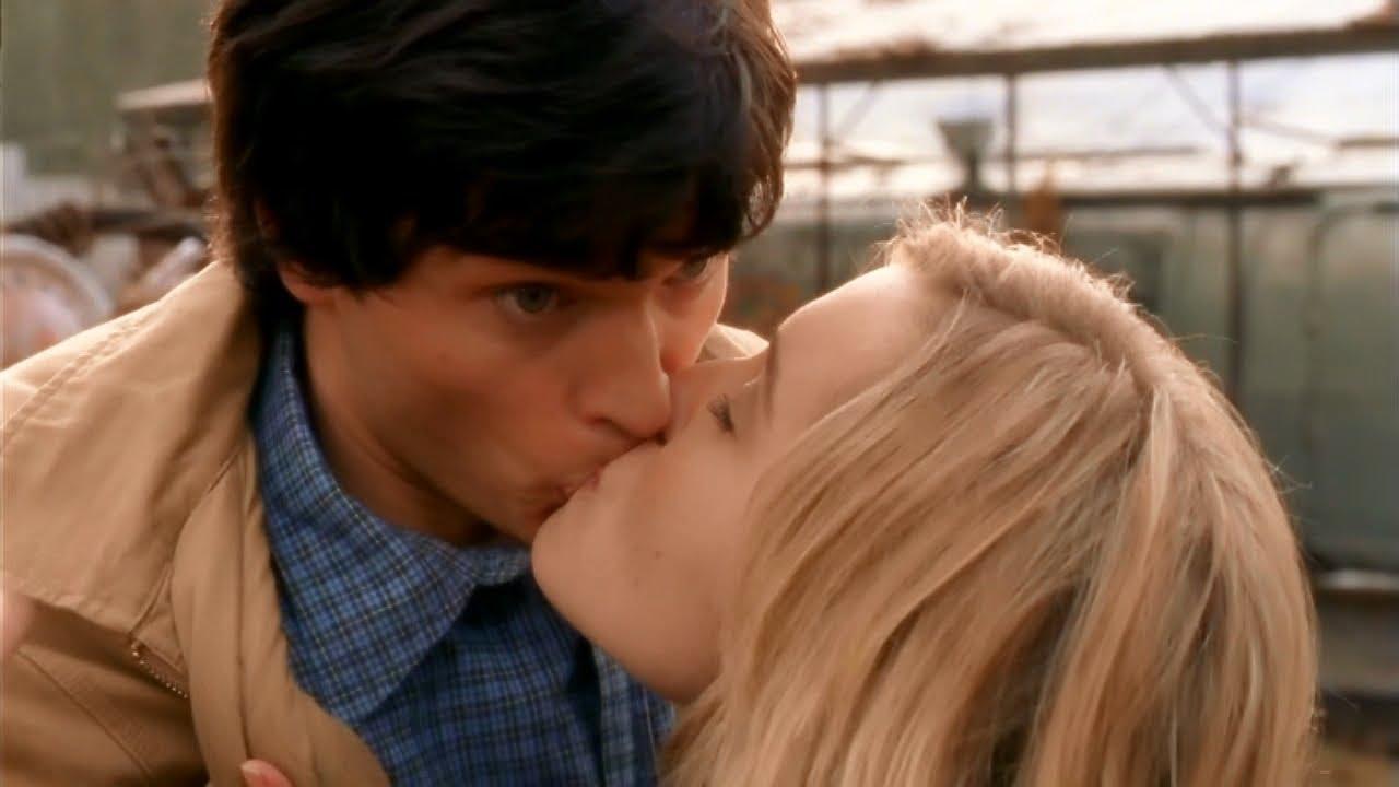Download Chloe Hides Her True Feelings For Clark -- (Smallville - S1)