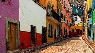 Streets of Mexico - Pochill feat. Laura Mura (Testo - Lyrics)
