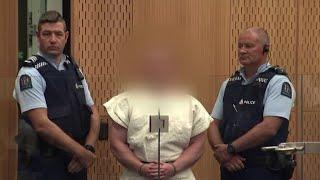 Nuova Zelanda, Brenton Harrison Tarrant sorridente all'udienza in tribunale