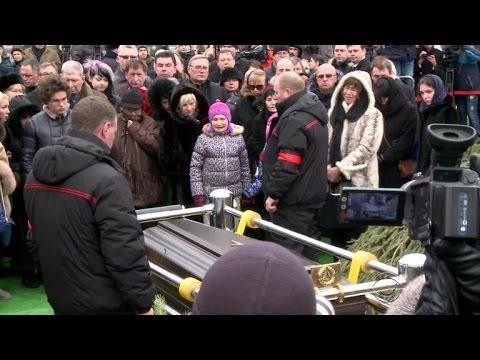 Boris Nemtsov's funeral draws long line of mourners