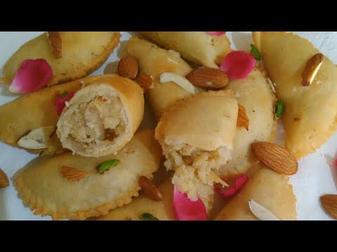 हलवाई जैसी खस्ता गुंजिया/ kranji बनाने का राज, Sweet Samosa For 2 Indian Festival  Monika s kitchen.