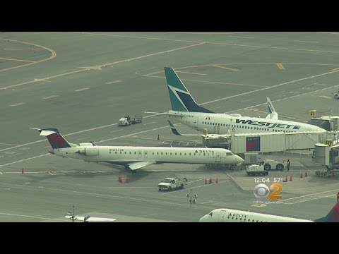 Two Planes Touch Wings At LaGuardia Airport