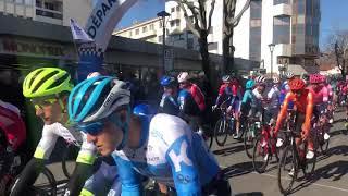 Tour de La Provence : les coureurs applaudis au départ de la 2e étape à Aubagne