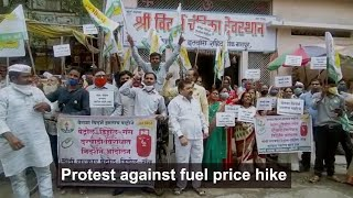 Nagpur: VRAS stages a protest against fuel price hike