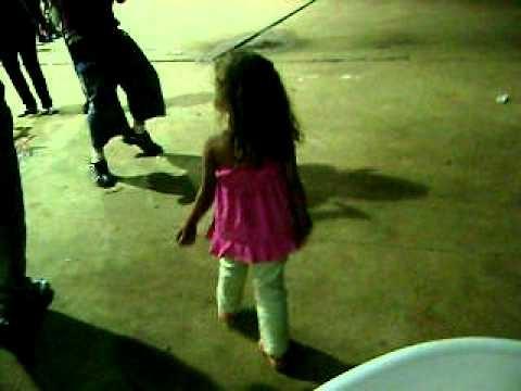 Lavynia de 5 anos dançando Funk (Pirulicoptero)