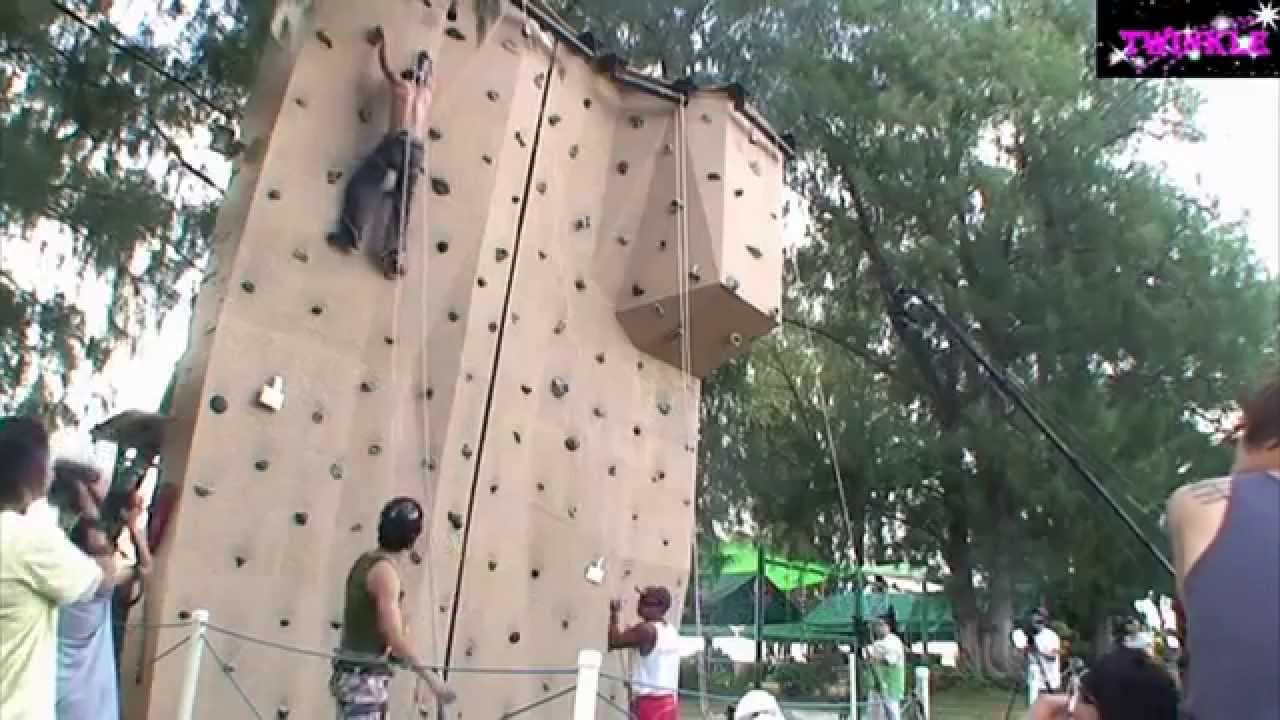 Yunho doing rock climbing and showing off his sexy back!!!