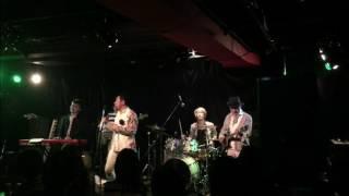 本町 Mother Popcorn でのライブショット Vocal : ユウ / Guitar : ダン...