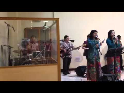 Praise and Worship at Protestant Church in Oman (PCO), 31 Augt 2012