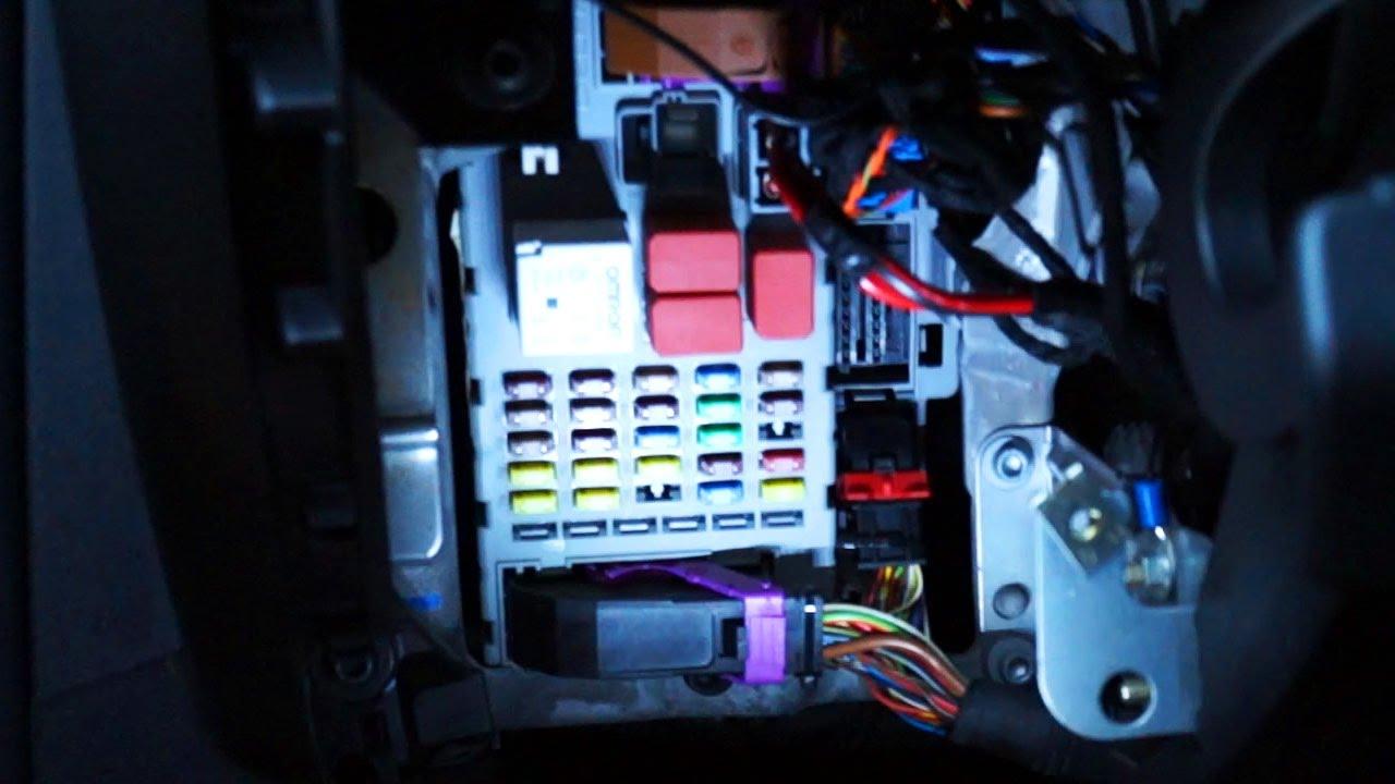 Fiat bravo II port OBD2, bezpieczniki i przekaźniki - YouTube