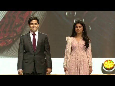 Akash & Isha Ambani inaugurating Reliance Jio event
