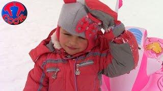 ХЕЛЛО КИТТИ и Кукла Беби Бон СНЕЖНАЯ ГОРКА Катаемся Видео для детей HELLO KITTY & Baby Born