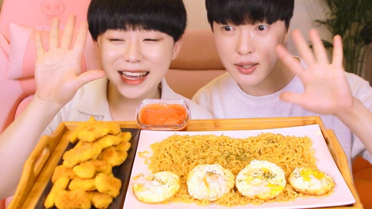 """미고랭 먹방 ) 세계판매량 1위라면 """"미고랭"""" 매운맛으로 치킨너겟과 함께 먹방"""
