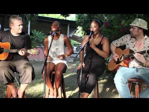Josje en Angela - Happiness (Alexis Jordan cover)
