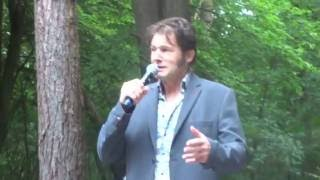 PITER WILKENS met De Bazuin tijdens SINNEKEAR konsert ..' Oldehove sien'