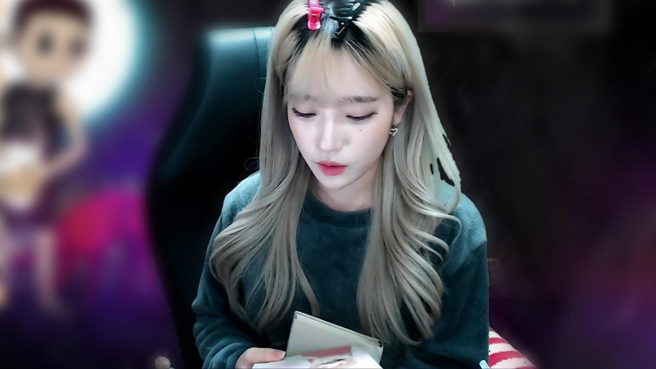 ??? : 요즘 책 읽는 거 있으신가요?