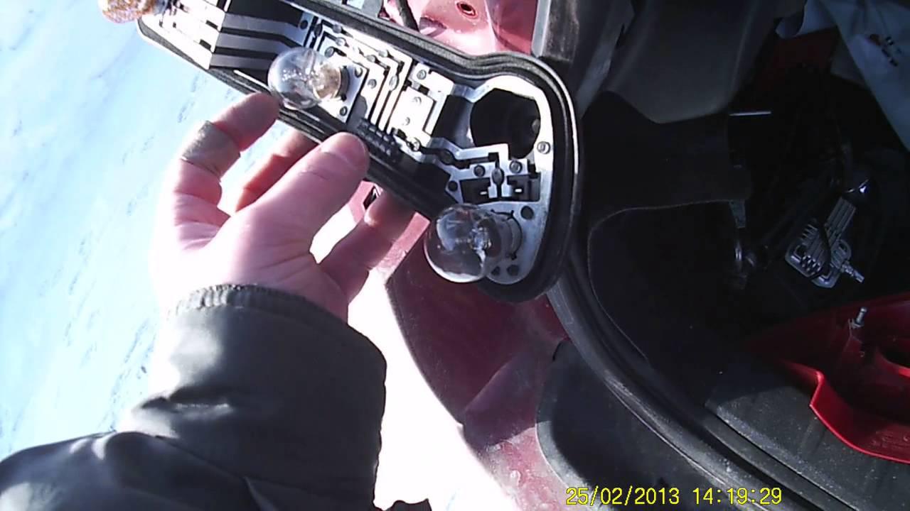 ВАЗ 2109 Самостоятельная замена лампочек  задних поворотов, габаритов и стоп сигнала.
